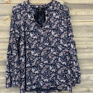 Beautiful LUCKY Brand blouse with floral design